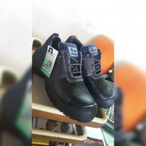 تولید کفش ایمنی و سربازی ارس پا