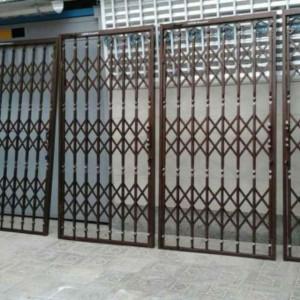 ساخت درب آکاردئونی نرده و حفاظ و سازه های فلزی حاتمی